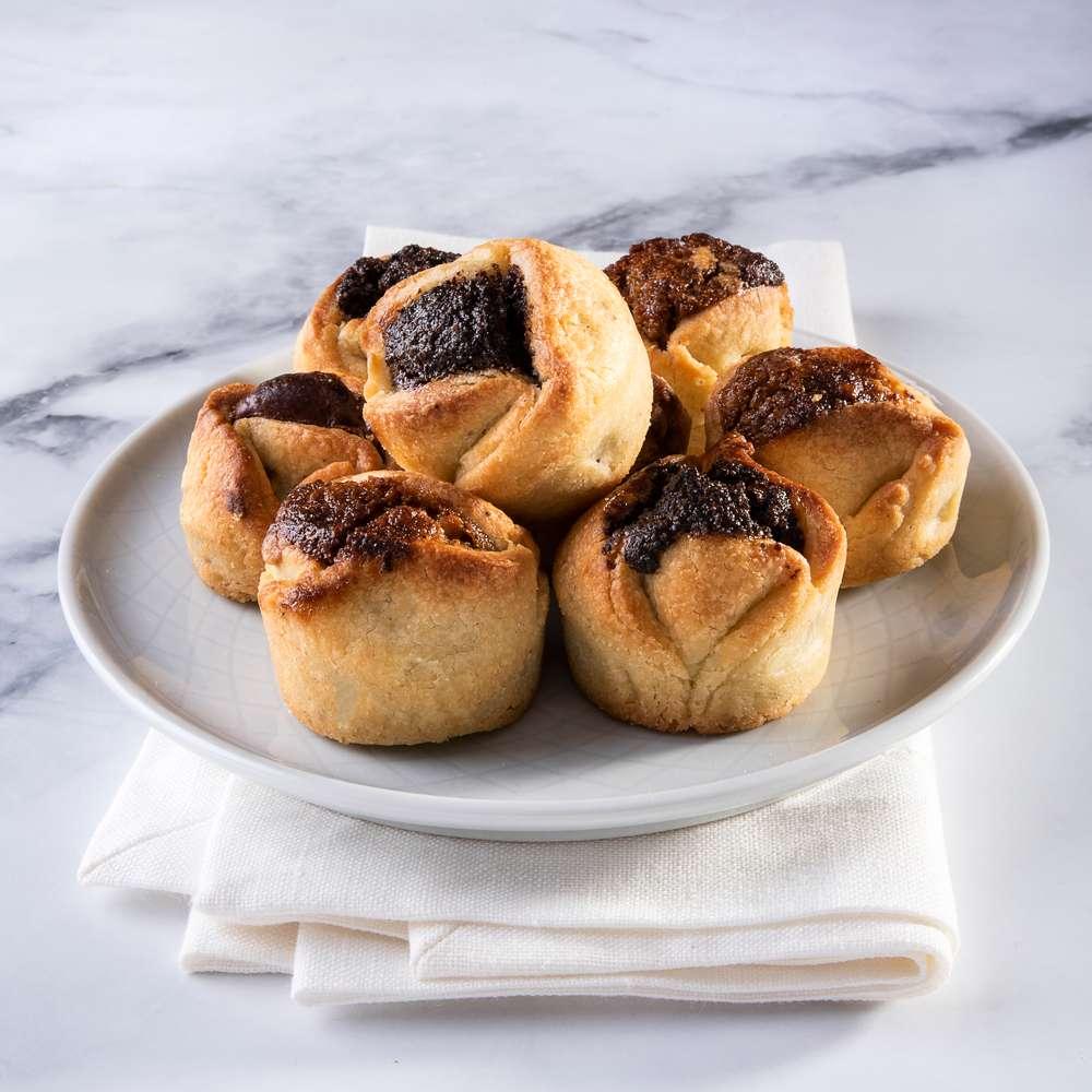 עוגיות חמאה ביתיות פרג שוקולד ואגוזים - צבעים בצלחת